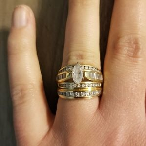 Gold wedding ring set with Marquise style diamond